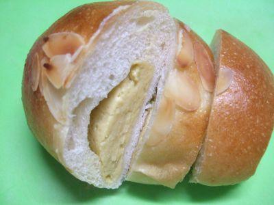 トイチクリームパン_400