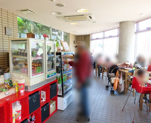 響灘カフェ店内_512