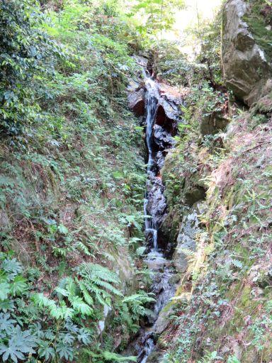 油山絹糸の滝_512